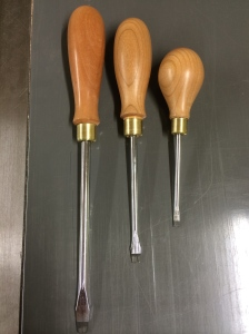 Set of 3 slotted screwdrivers.